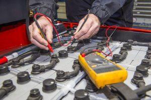 Comprobación de las baterias de una carretilla Elevadora
